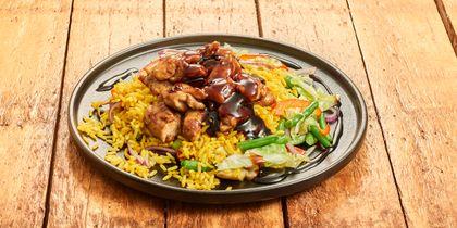 Nasi koening, kip in ketjap en groentemix